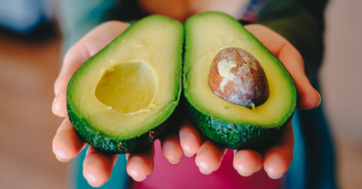 come mangiare avocado biologico siciliano